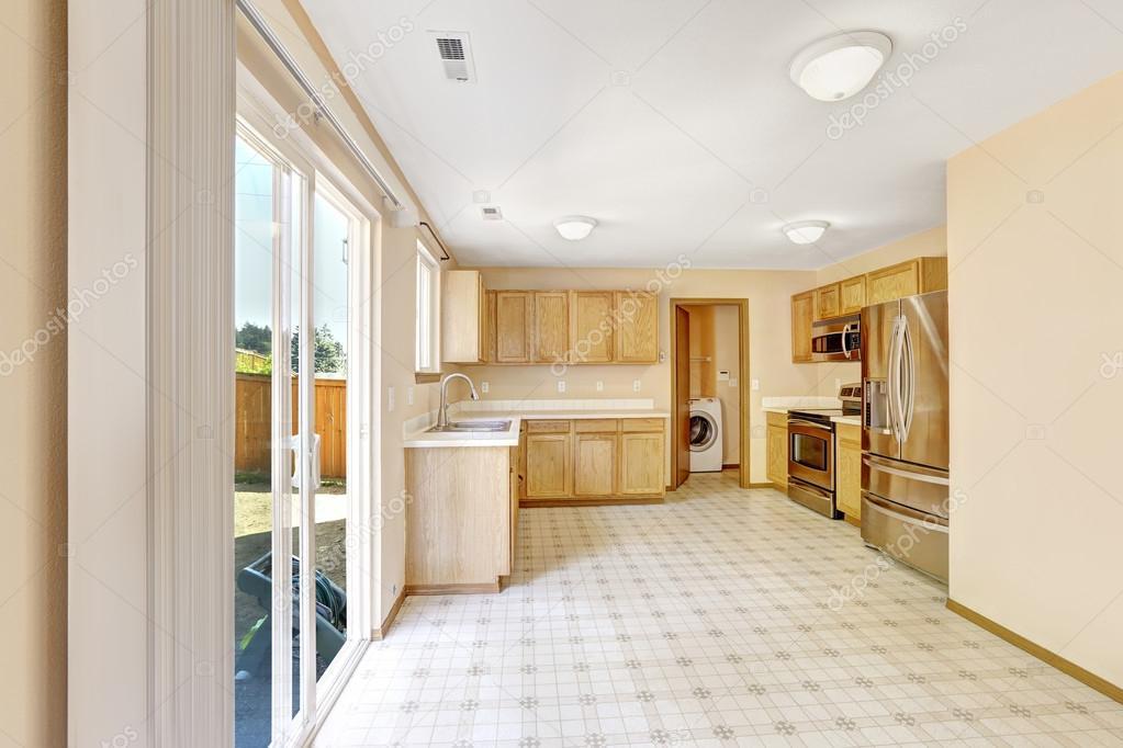 Interior de la casa de campo comedor cocina con salida a - Cocinas con salida al patio ...