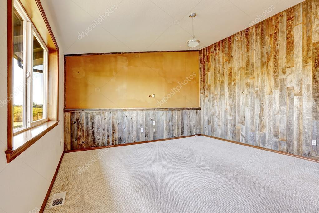 Lege platteland huis interieur oranje muur met houten plank stockfoto iriana88w 53621941 - Interieur houten huis ...