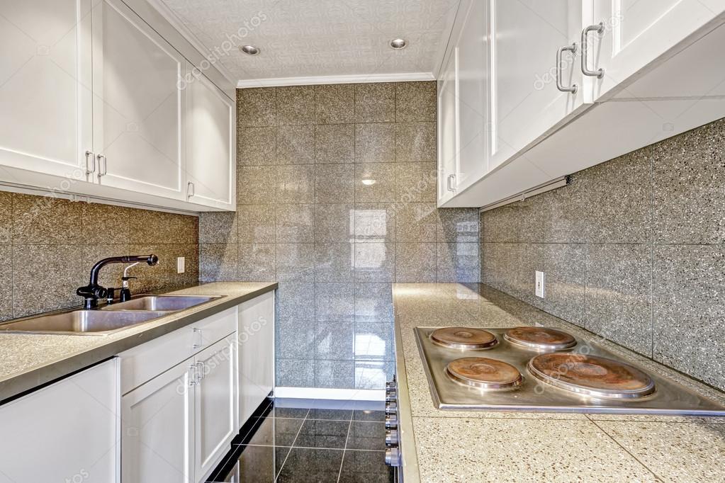 Moderne keuken met tegel trim — stockfoto © iriana88w #53622659