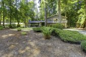 House in the woods. Summer time in Washington state — 图库照片