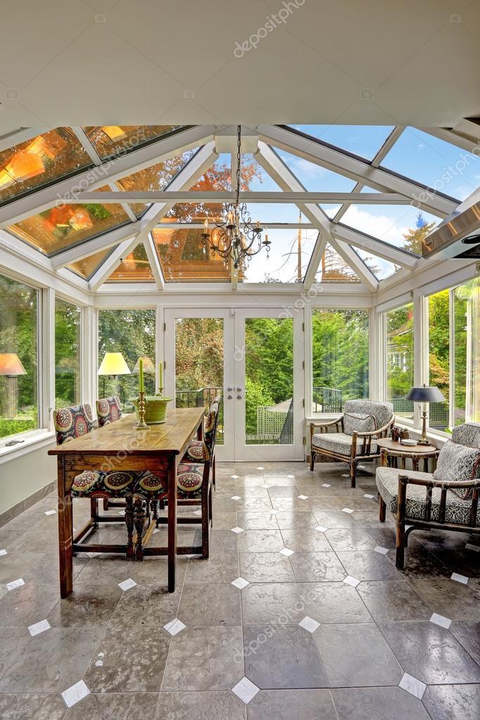 Patio terraza acristalada con techo abovedado transparente — foto ...