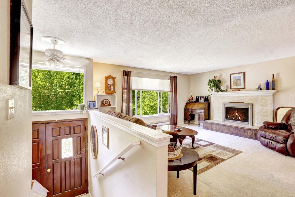 Interior de la casa escaleras de lujo sal n wih de for Escaleras entrada casa