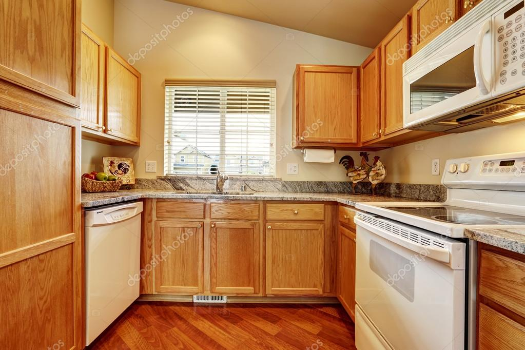 Kleine keuken met witte toestellen — Stockfoto © iriana88w #54237881
