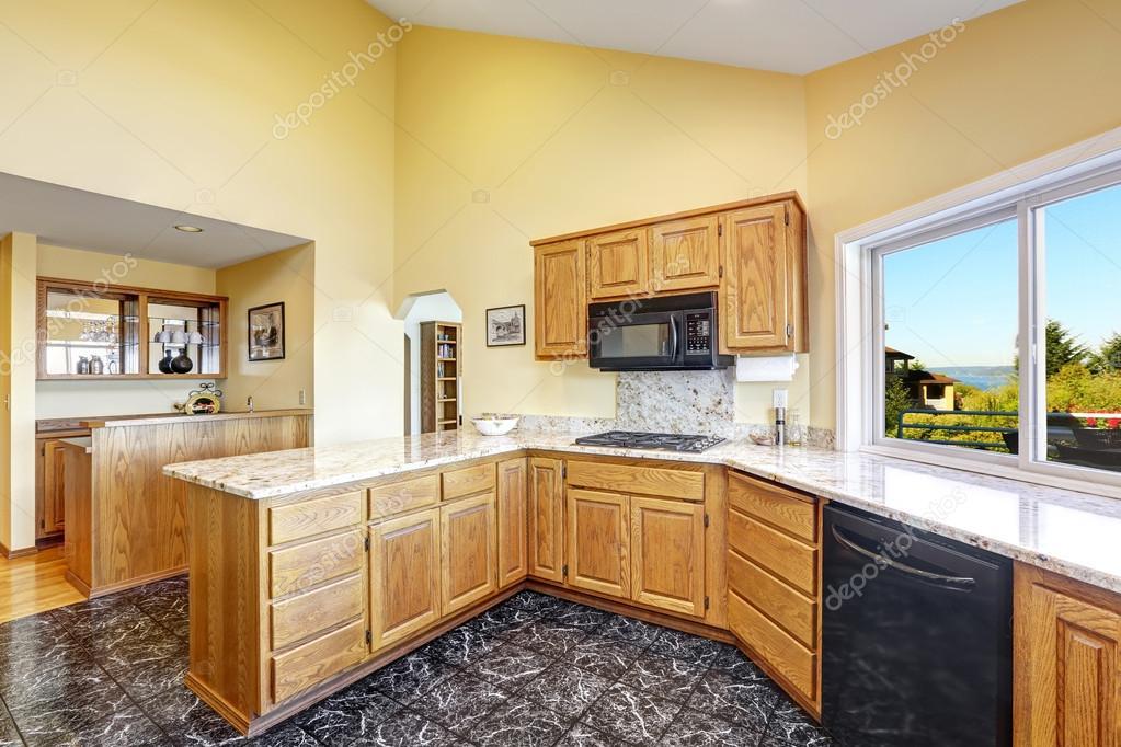 Salle belle cuisine avec granit et carrelage for Beautiful kitchen room images