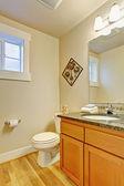 Restroom with maple vanity cabinet — Stockfoto