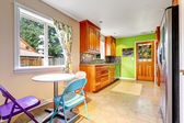 Kitchen room with bright green wall — 图库照片