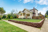 House exterior with front yard landscape — Stock Photo