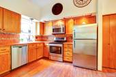 Maple cabinets and steel appliances — Stock Photo