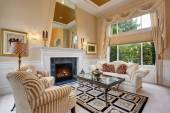 Perfect front living room with astounding chandelier and firepla — Stock Photo