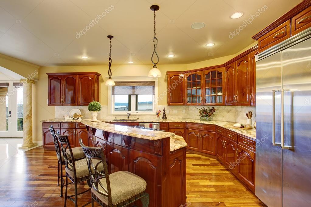 Duże luksusowe kuchnia z marmuru liczniki — Zdjęcie   -> Kuchnia Z Marmuru