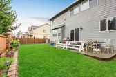 Beautiful furnished back yard with patio and fence. — Stock Photo