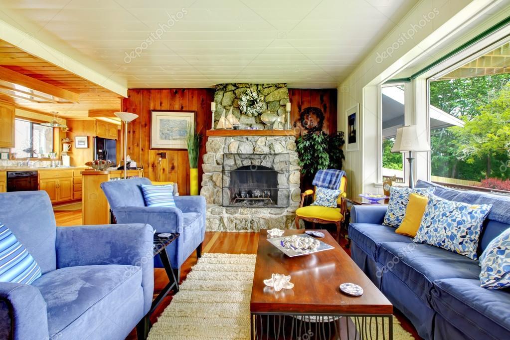 Sala de estar con muebles azules — fotos de stock © iriana88w ...