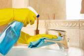 Cleaning the bathroom — Stock Photo