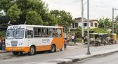 Public vs Private Transportation in Cuba — Stock Photo
