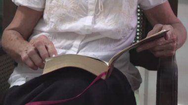 Lady using a Bible — Stock Video