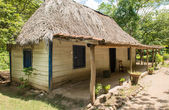 Old wooden house in Cuba — Stock Photo