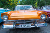 Old American cars in Cuba — Stock Photo