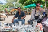 Street vendors sell on the street — Foto de Stock