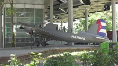 Airplane at Cuban Revolution Museum — Stock Video