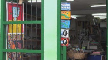Caballero de Paris bookstore in Old Havana — Stock Video