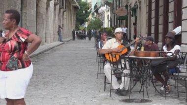 Acoustic street guitarist in Old Havana — Stock Video