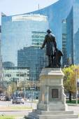 Back view of statue of John A. MacDonald looking at Downtown Core — Stock Photo