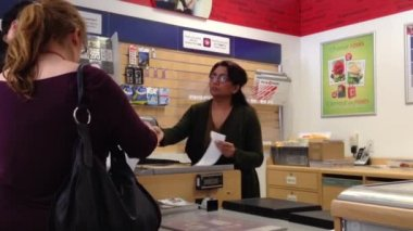 Couple mailing letter at post office — Vídeo Stock