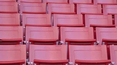 Rode lege stoelen in stadion — Stockvideo