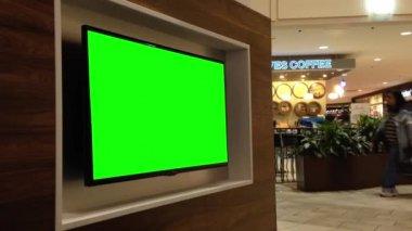 Grön skylt för din annons på tv — Stockvideo