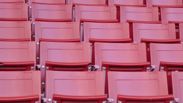 Rojos asientos vacíos en el estadio — Vídeo de stock