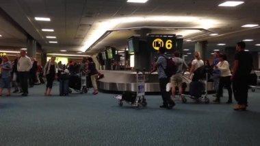 Interior YVR Airport baggage claim with luggage spinning around conveyor. — Stock Video