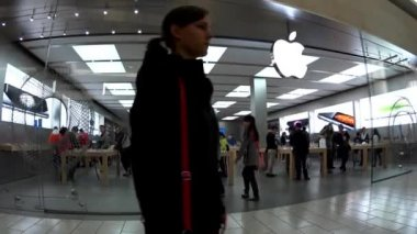 Apple store inside mall — Stock Video