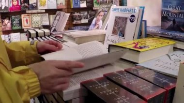 Closeup woman hand going to flip page of book — Stock Video