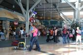 One side of the Vancouver International Airport lobby with blur motion people — Stockfoto