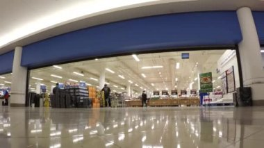 Time lapse of customer buying foods at superstore — Stock Video