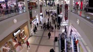 Één kant van shopping mall — Stockvideo