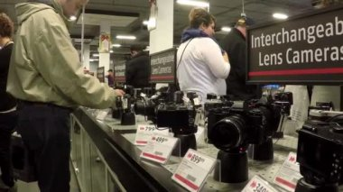 People buying new camera inside Future shop with wide angle camera shot — Vidéo