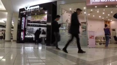 Time lapse of shopper inside Metropolis shopping mall — Stock Video