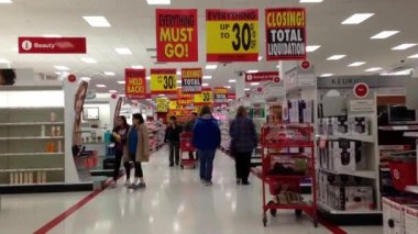 People shopping inside Target store for closing sale in Coquitlam BC Canada. — Stock Video