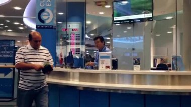 Foreign currency exchange place inside YVR airport in Vancouver BC Canada. — Stock Video
