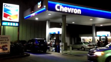One side of Chervon gas station at night — Stockvideo