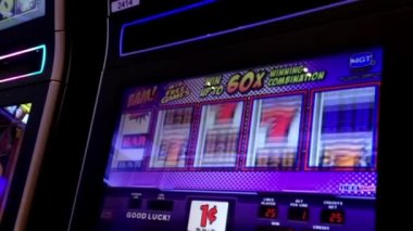 Close up people playing slot machine inside Hard Rock Casino in Coquitlam BC Canada — Vídeo de Stock