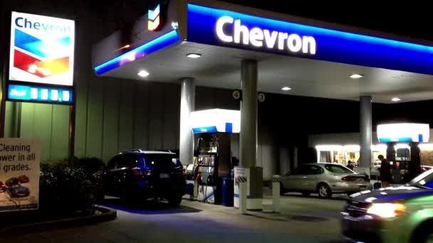 One side of Chervon gas station at night — Vidéo