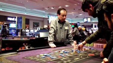 People playing roulette in Hard Rock Casino in Coquitlam BC Canada — Stock Video