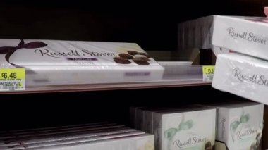 Woman buying chocolate at Sears in Coquitlam BC Canada. — Stockvideo