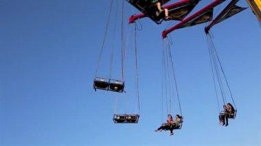 公正な乗車プレイランド コキットラム、Bc、カナダで青空を撮影. — ストックビデオ