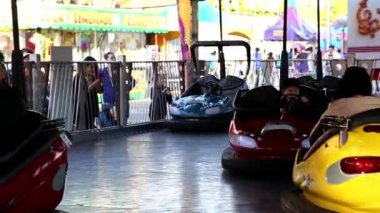 Bumper cars ride in motion at the West Coast Amusements Carnival — Stock Video