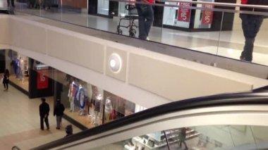 Obok centrum handlowego w burnaby, bc kanada. — Wideo stockowe