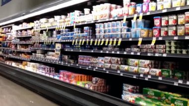 Dairy and frozen food corridor in Save on Foods. — Stock Video