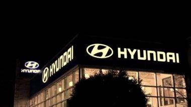 Hyundai car dealership at night scene in Port Coquitlam BC Canada. — Stock Video